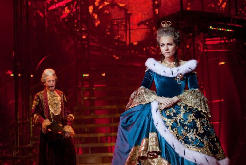 Рис. 1. Орлов и Екатерина II, современное воплощение в мюзикле «Екатерина»