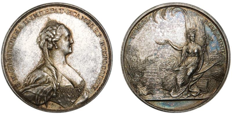 Рис. 2. Серебряная медаль ВЭО «За труды воздаяние», аверс и реверс