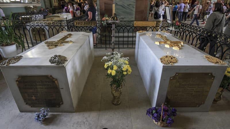 Рис. 2. Фотография усыпальницы Екатерины II и Петра III
