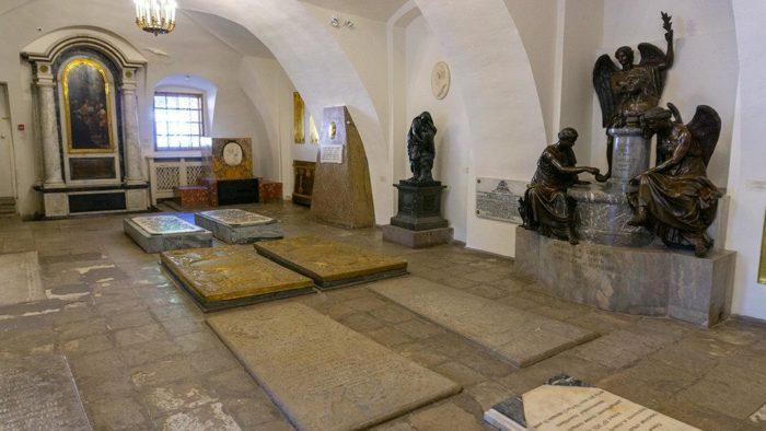Место захоронения Натальи Алексеевны в Благовещенской церкви Александро-Невской лавры